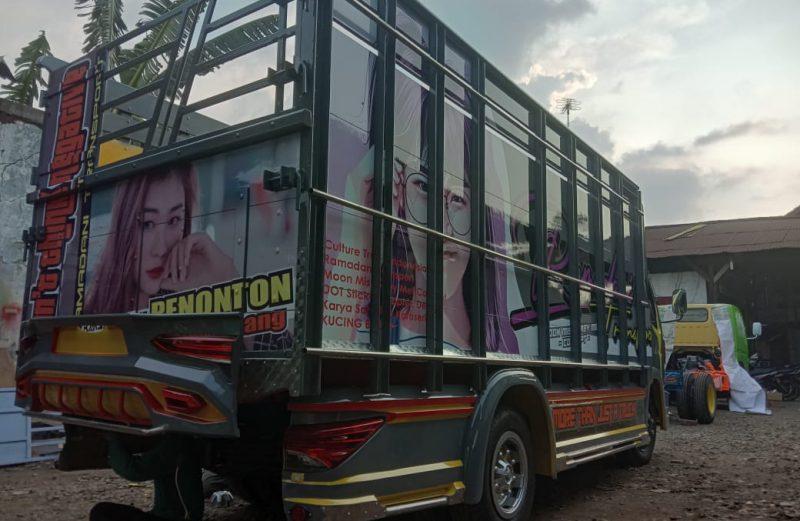 Cutting Sticker Truck Canter Warna Bak Abu-abu Tua | Dot Sticker