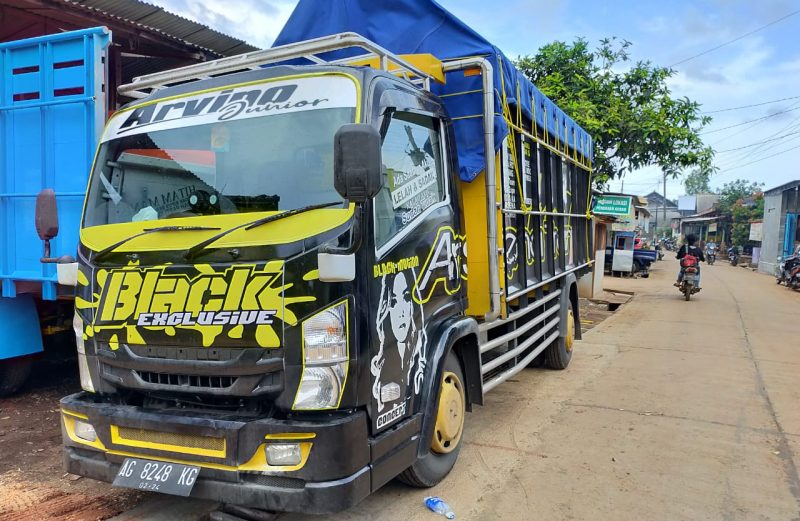 cutting sticker truck elf hitam simpel konsep by dot sticker
