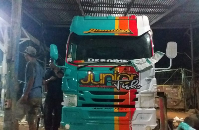 Cutting Sticker Truck Elf Kombinasi Hijau Tosca Putih