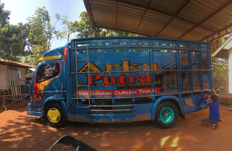 Cutting Sticker Truck Canter Biru Metalik by Dot Sticker