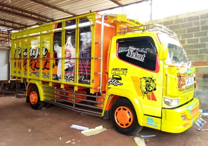 Cutting Sticker Truk Canter Kuning Konsep by Dot Sticker
