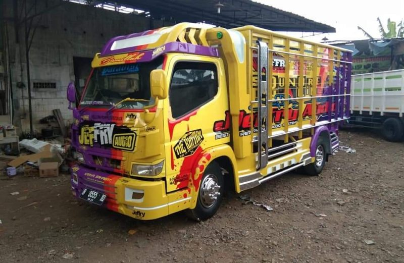 cutting sticker truck canter exclusive bak ungu kombinasi kuning